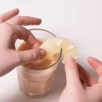 طرز تهیه ی نوشیدنی با طعم میوه ی گل ساعتی و آناناس