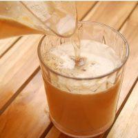 طرز تهیه ی آبمیوه هلو و سیب و زنجبیل