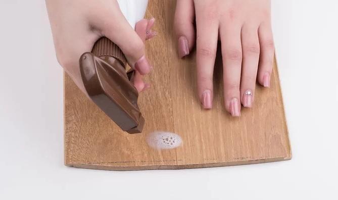 نحوه ی پاک کردن لکه ی ماژیک از روی چوب رنگ نشده